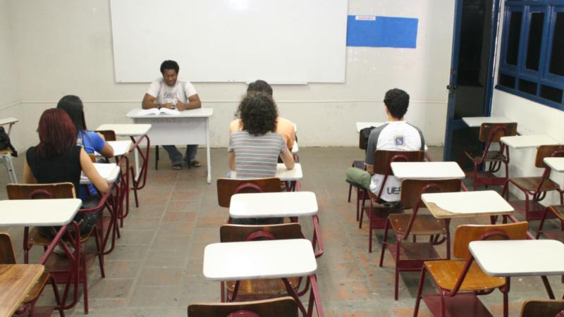 No Brasil mais de 2 milhões de crianças e adolescentes, fora da escola