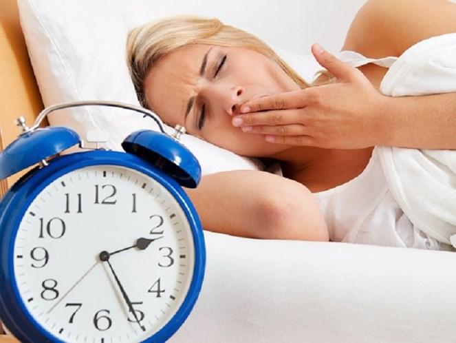 O que comer (e o que evitar) para dormir bem