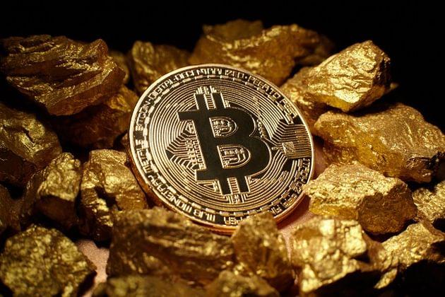 Bitcoin sobe 10% após atingir mínima anual; criptomoedas esboçam reação