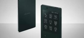 Pesa 47 gramas e é do tamanho de um cartão bancário: este é smartphone mais leve e pequeno do mundo