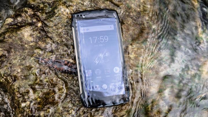 Blackview BV6800 Pro – um smartphone que carrega… dentro de água!