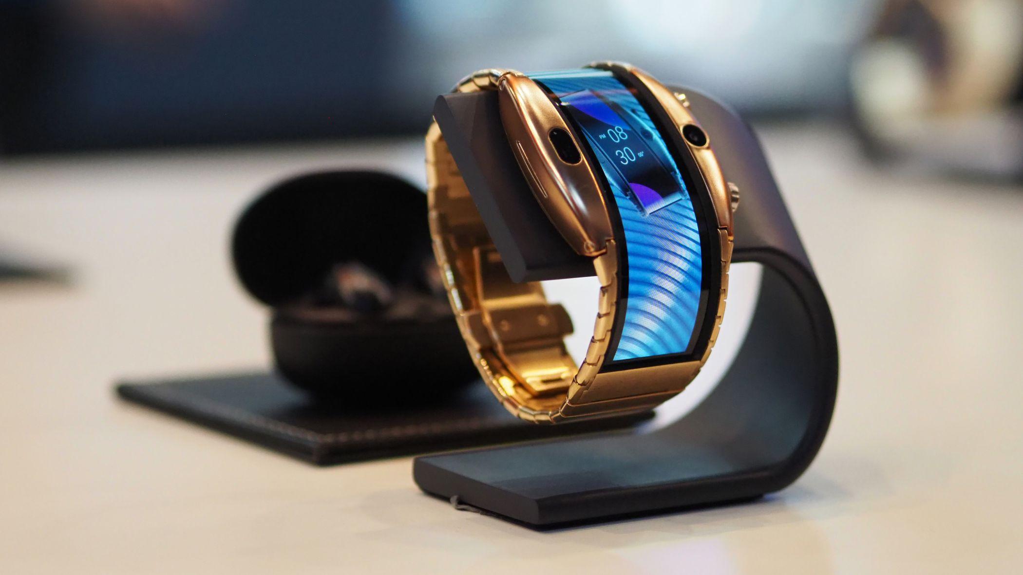 """Nubia apresenta smartphone """"de vestir"""" para os fãs de ecrãs flexíveis"""