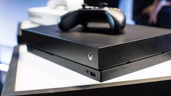 Microsoft pode lançar nova Xbox One S para enfrentar a PS4